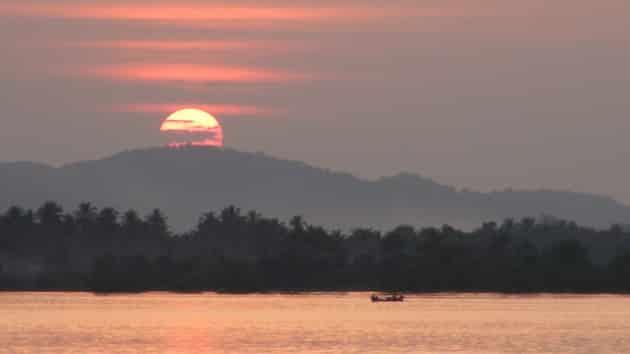 Mawlamyine Hpaan ferry coucher de soleil