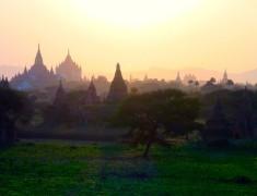 coucher de soleil vallée des temples bagan