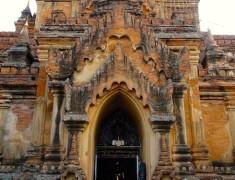 entree temple bagan birmanie