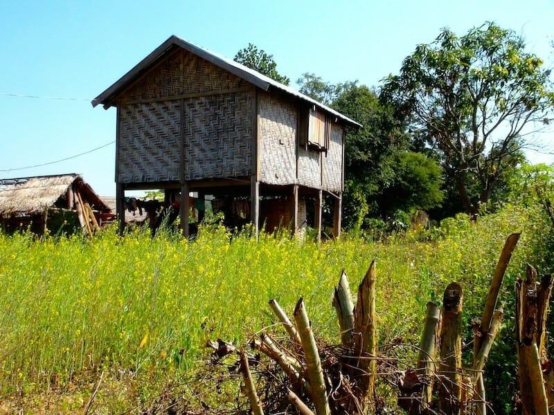 maison en bamboo hsipaw birmanie Myanmar