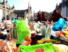 offrandes festival de Bagan Birmanie