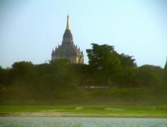 rive de bagan birmanie