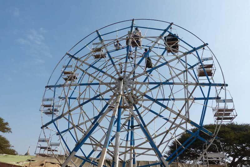 roue fete foraine festival pagode ananda bagan birmanie