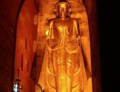statut doree interieur temple bagan birmanie