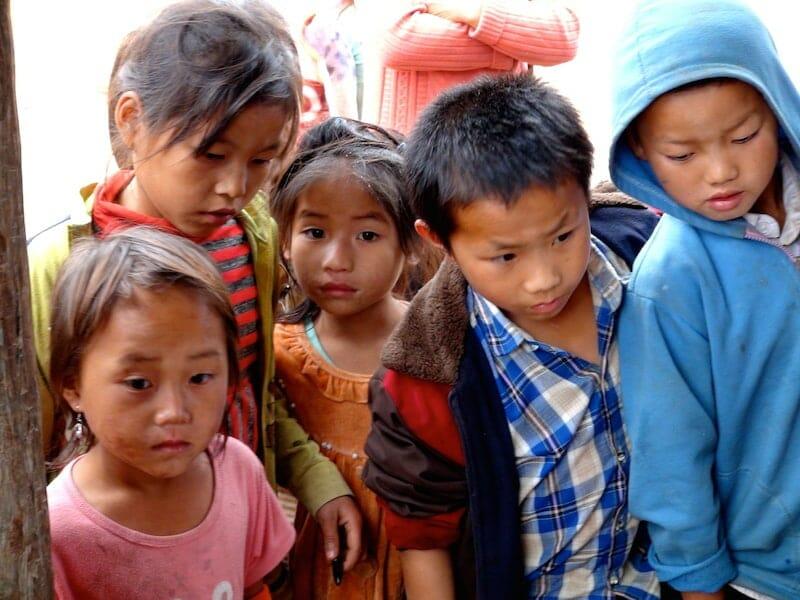 fille regarde thakhek laos