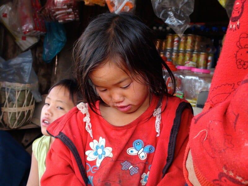 fille thakhek laos