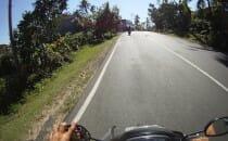 quentin en scooter bali indonésie