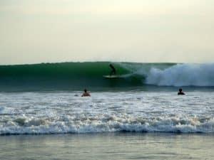 surfeur kuta bali indonésie