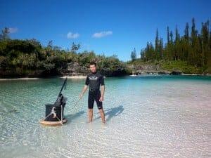 Alex en tenue de chasse sous marine ile des pins baie d'oro nouvelle calédonie
