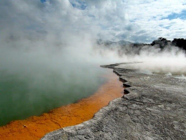 Parc national de Rotorua bassin thermique nouvelle zélande