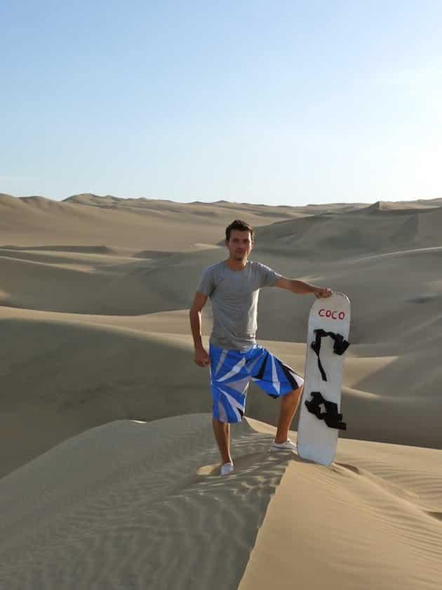 alex avec planche sandboarding oasis Huacachina pérou