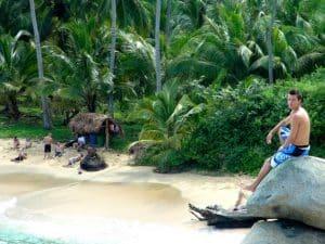 Alex sur la jetée plage parc tayrona Colombie