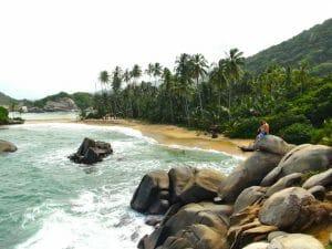 Alex sur la plage parc de tayrona colombie