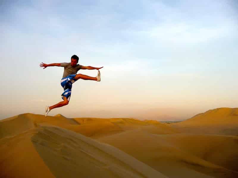 alex perou sandboarding voyage en sac à dos