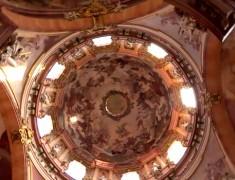 coupole eglise baroque flamboyant st nicolas prague
