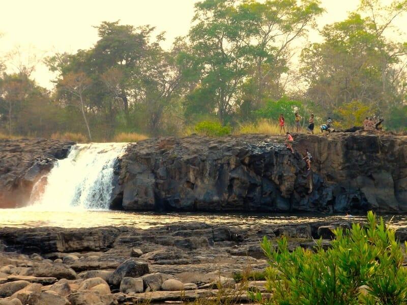 chute d'eau fin de journée bolovens : que faire au Laos