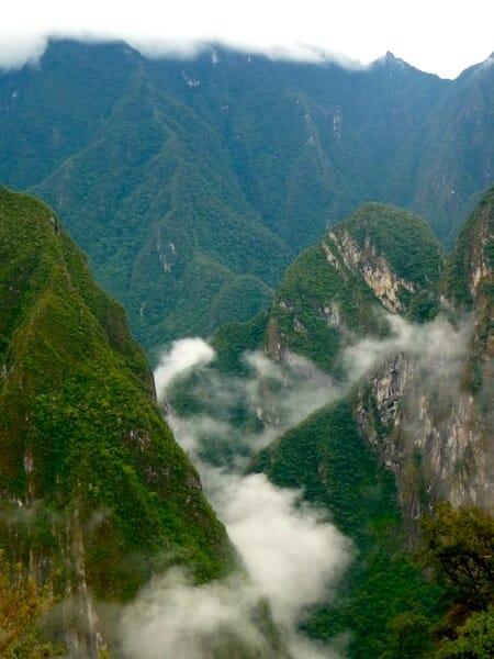 les montagnes autour du machu picchu