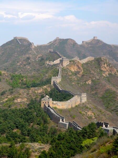muraille de chine sur les collines