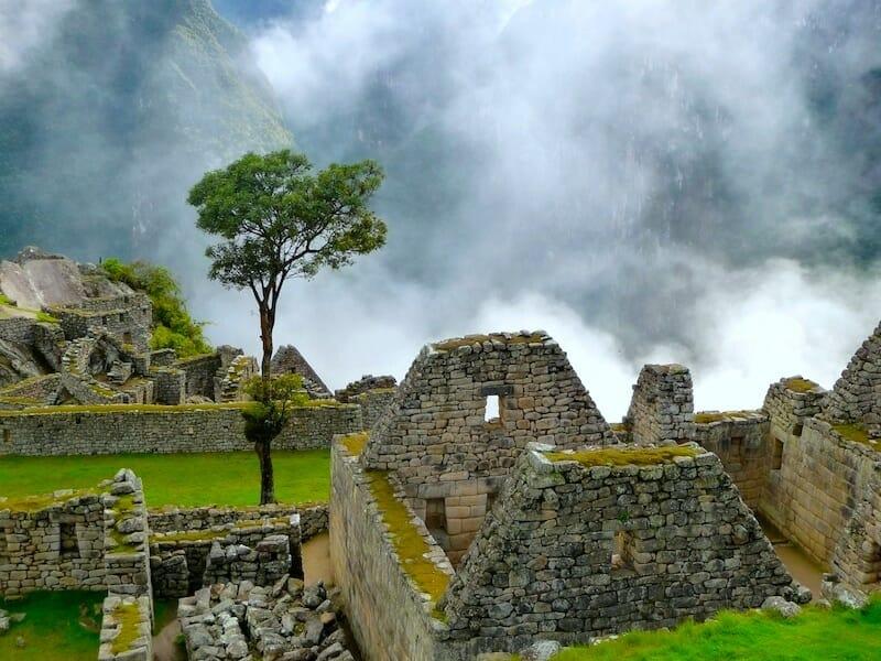 ruines et maisons du machu picchu