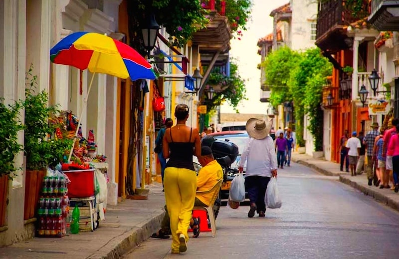 rue typique cartagene colombie