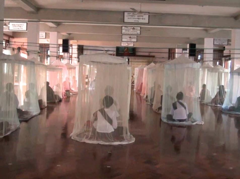 incroyable salle de meditation birmanie