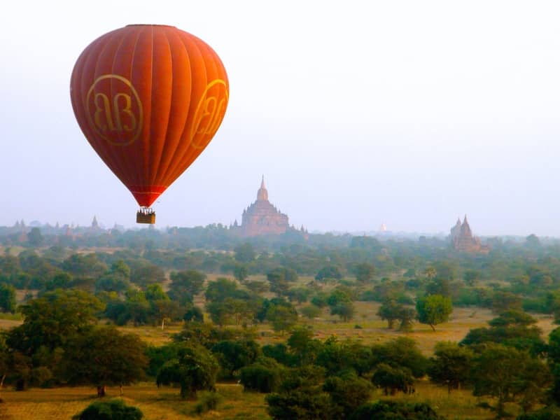 incroyable vol en montgolfiere bagan birmanoe
