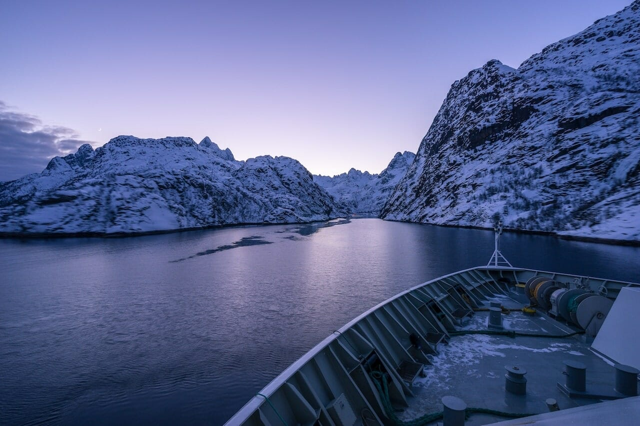 trollfjord aurores boreales en norvege