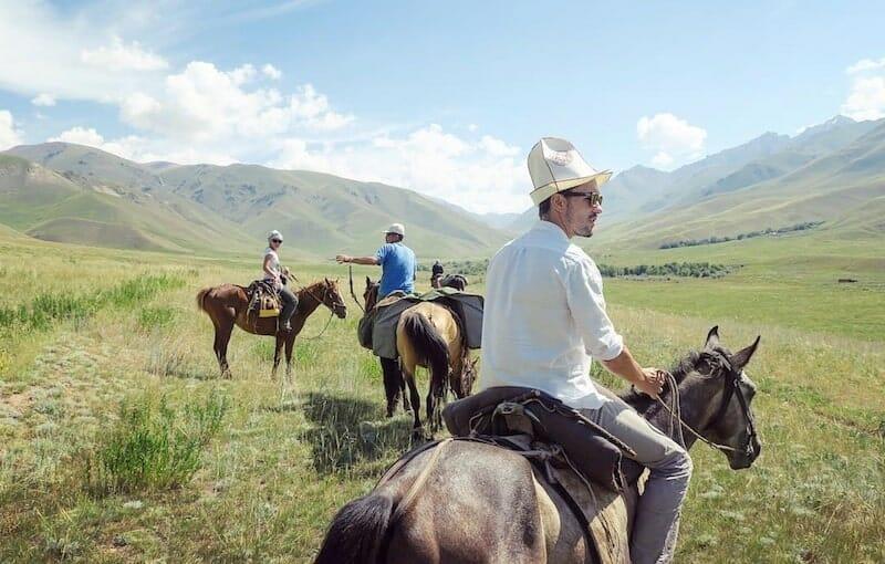 kirghizistan alex vizeo a cheval