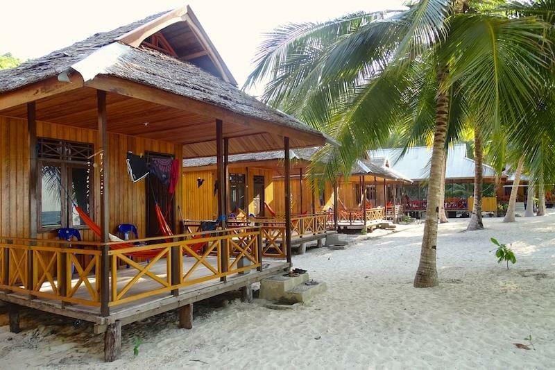 sera beach sulawesi indonesie