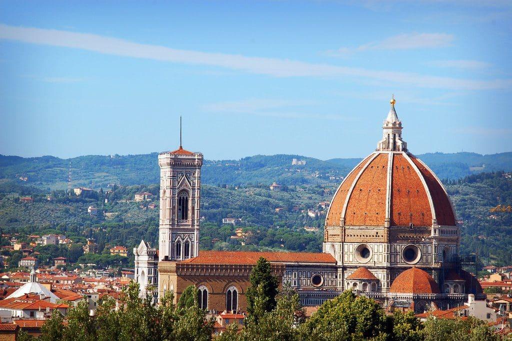 Florence vue sur la coupole du Duomo et la campagne