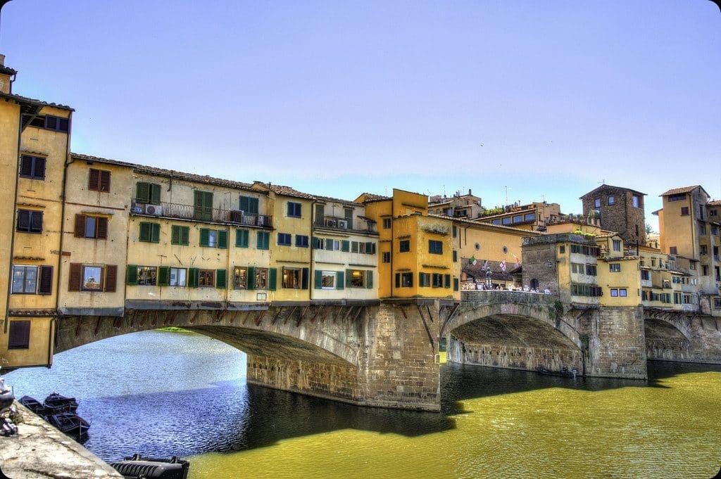 florence vue sur le Ponte Vecchio