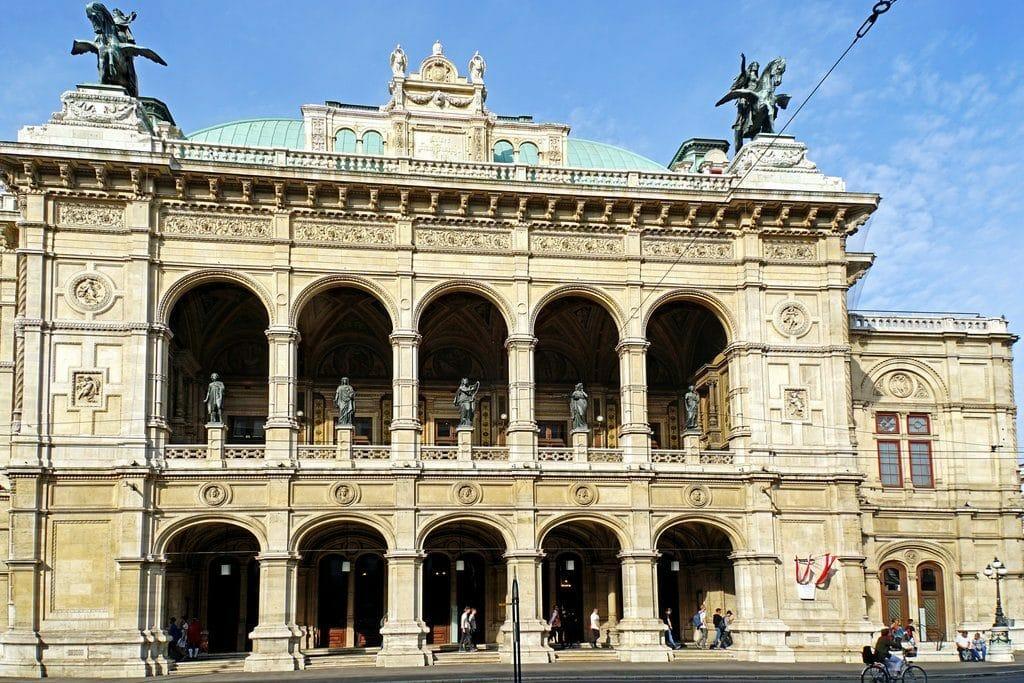 Vienne et la façade de son célèbre Opéra