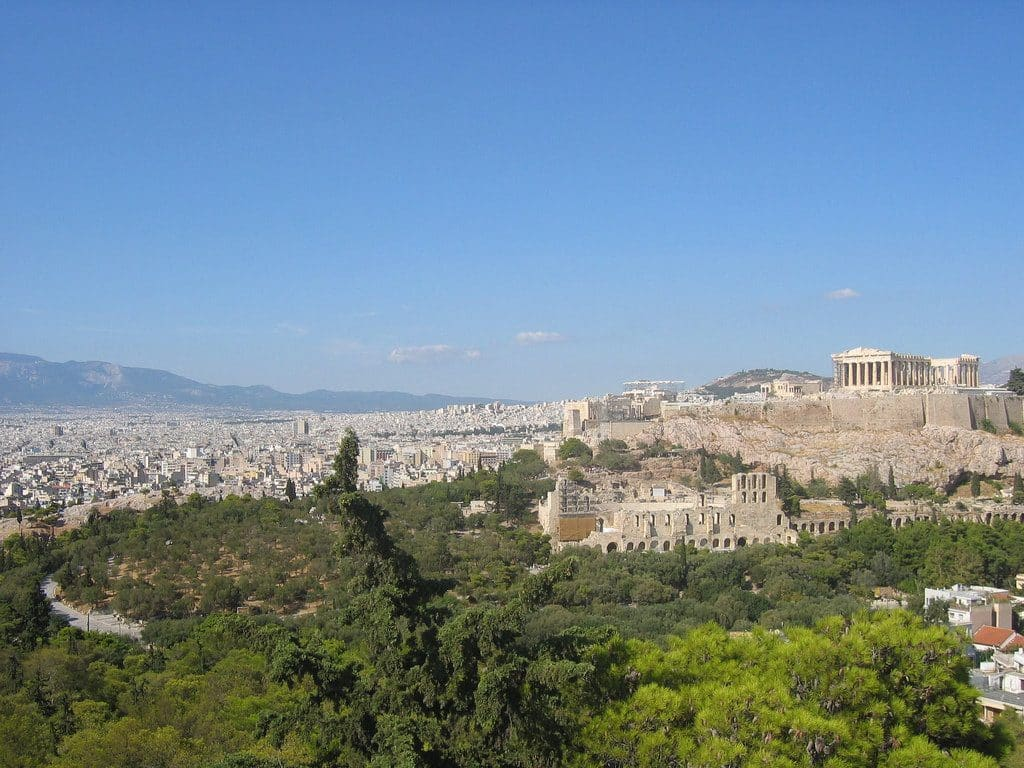 Athènes les collines et la vue sur l'Acropole