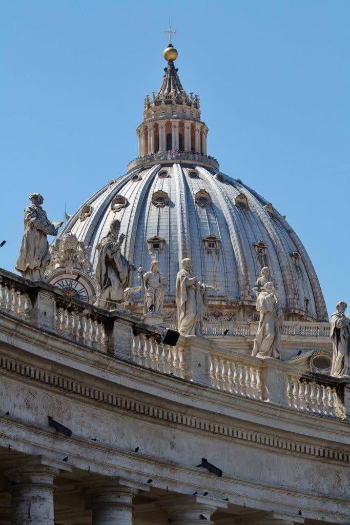 Coupole de la Basilique Saint Pierre qui offre une vue incroyable sur la ville de Rome et la cité du Vatican