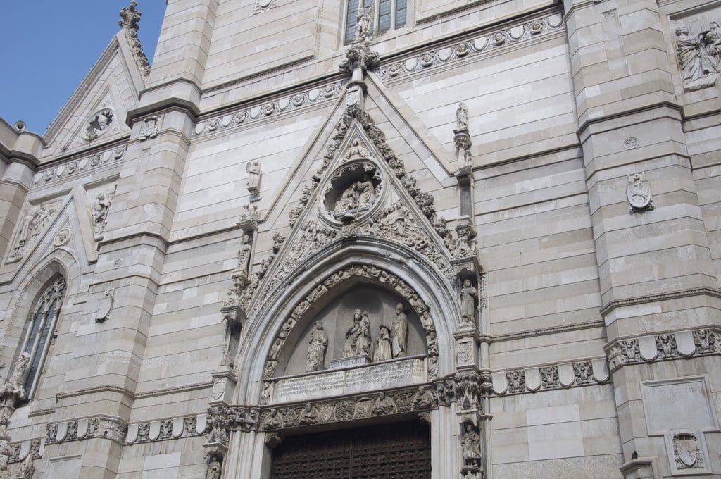Naples façade de la cathédrale, le Duomo