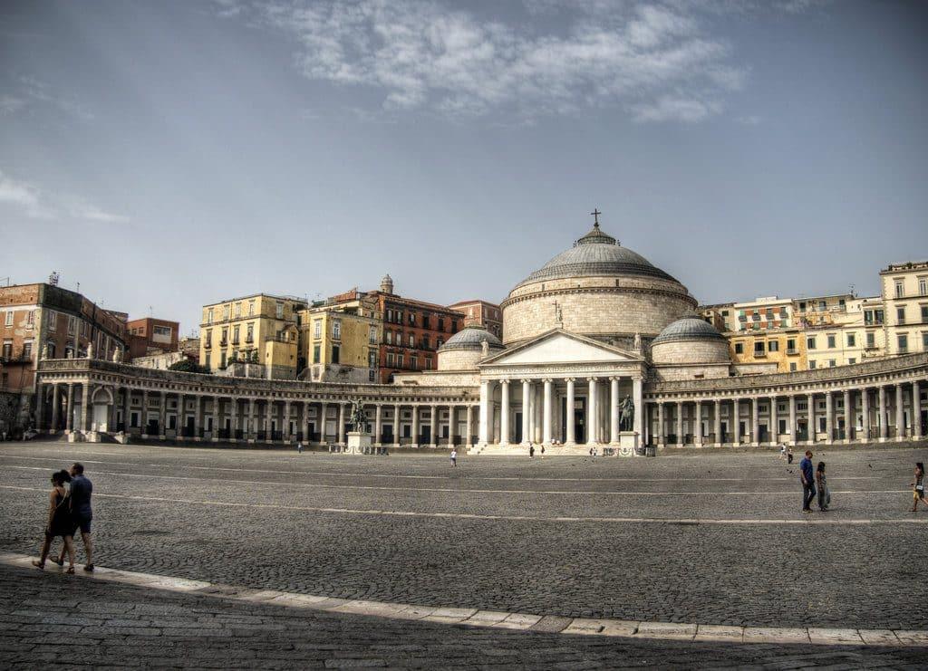 La grande place à Naples
