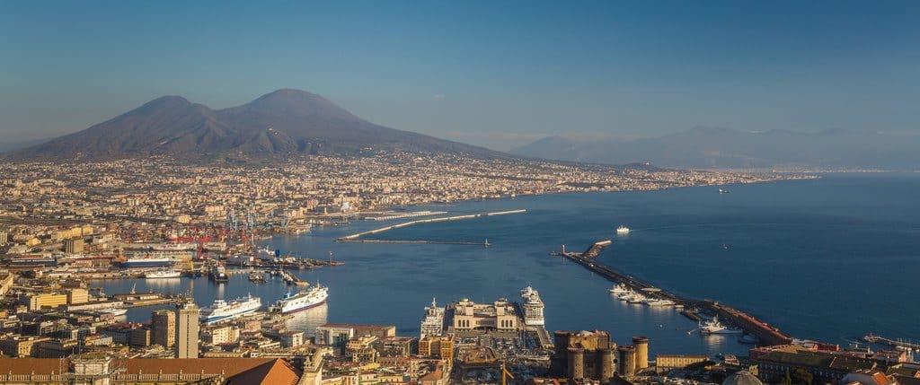 Visiter Naples vue panoramique de la vielle et de la baie