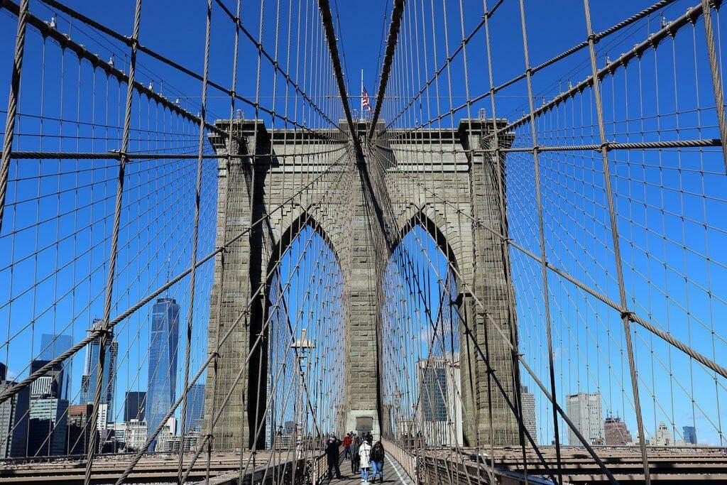 Le célèbre pont de Brooklyn qui relie le quartier à la presqu'ile de Manhattan