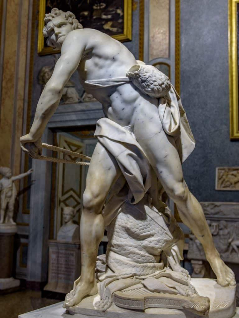la célèbre sculpture David contre Goliath de la galerie borghese