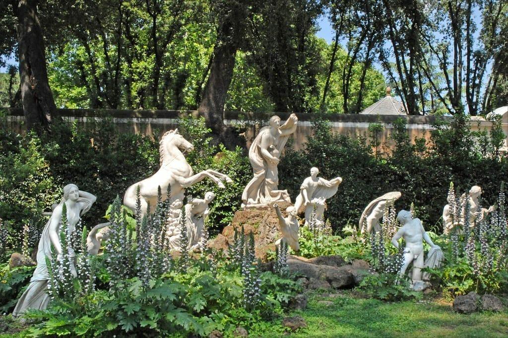 Sculptures dans le jardin Médicis