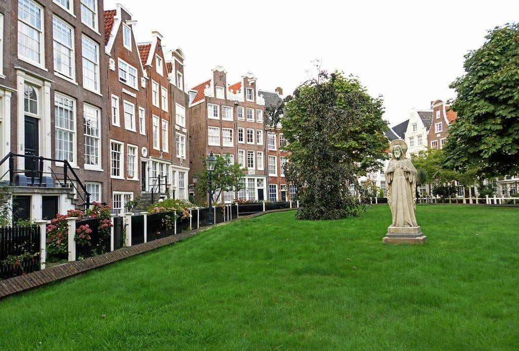 Le paisible Begijnhof à Amsterdam