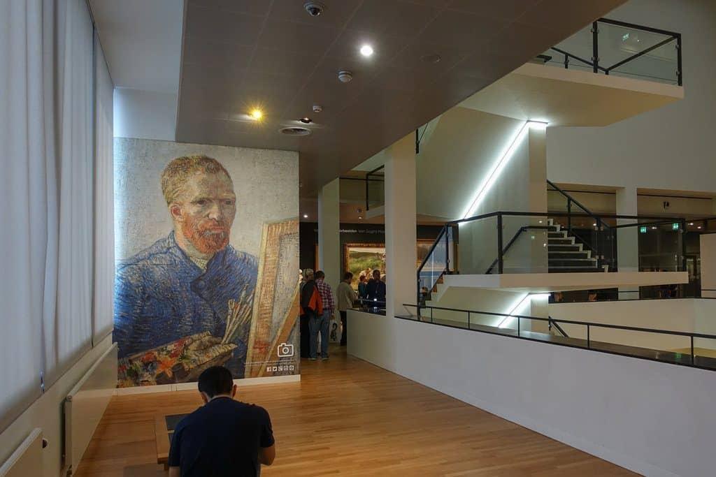 itinéraire pour visiter amsterdam et L'imposant Palais Royal à Amsterdam et Le célèbre musée Van Gogh