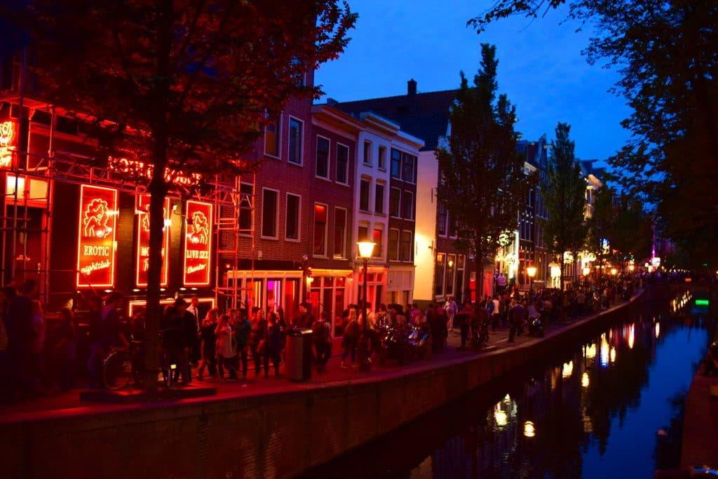 itinéraire pour visiter amsterdam et L'imposant Palais Royal à Amsterdam et Le célèbre quartier rouge d'Amsterdam