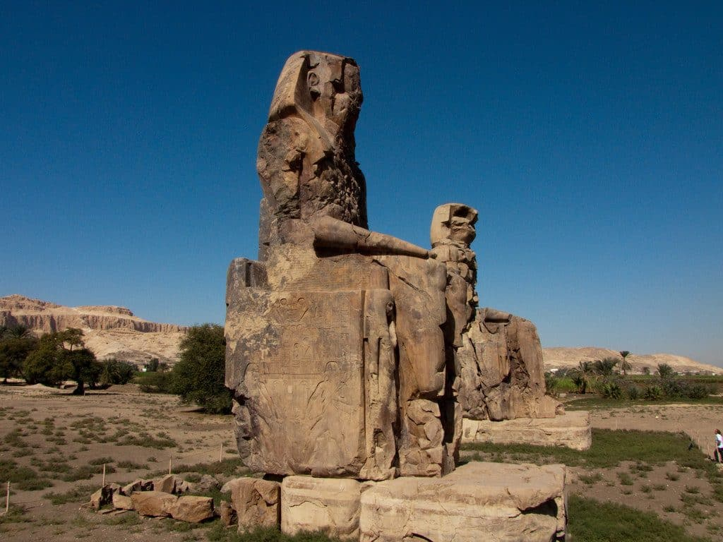 Egypte les sculpturales colosses Memnon