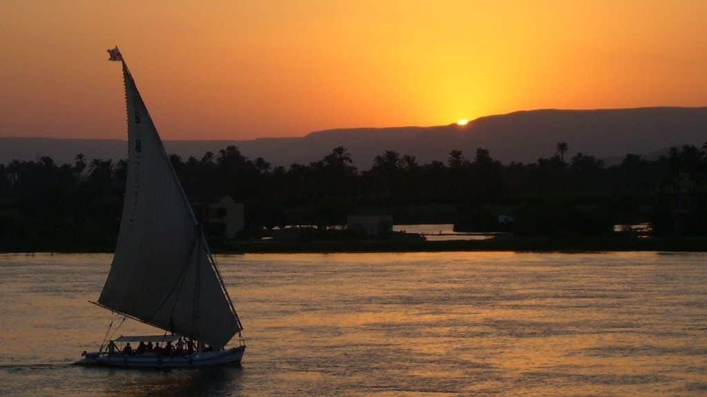 Coucher de soleil sur le Nil en Egypte