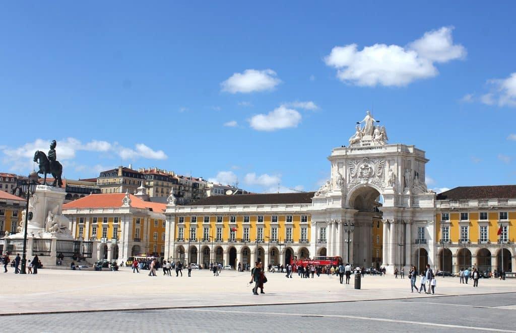 visites guidées de Lisbonne en français : Plaça do Comercio dans le quartier de Baixa