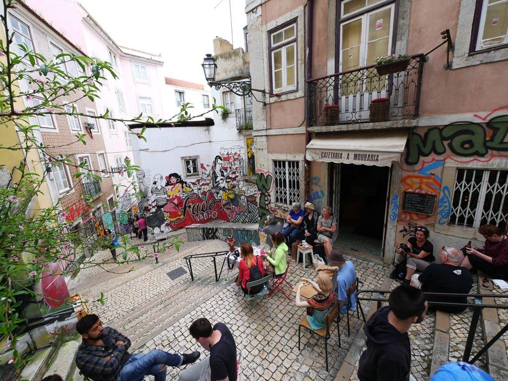 visites guidées de Lisbonne en français : concert de rue de Fado - Mouraria
