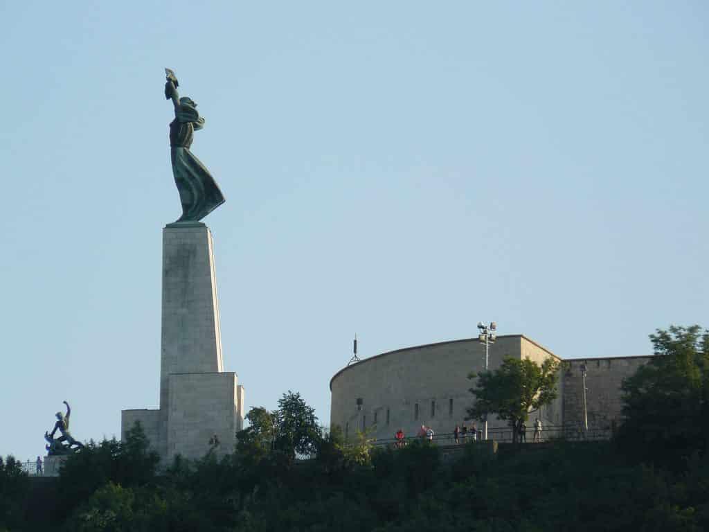 Statue de la Liberté en haut du Mont Gellert