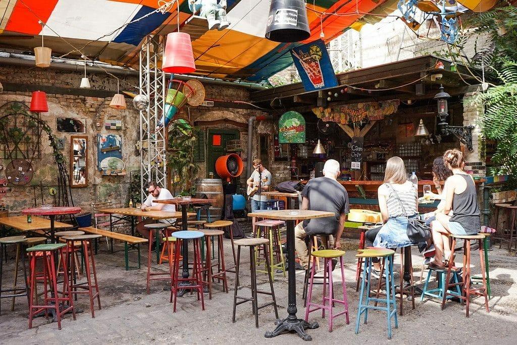 le ruin bar célèbre de Budapest
