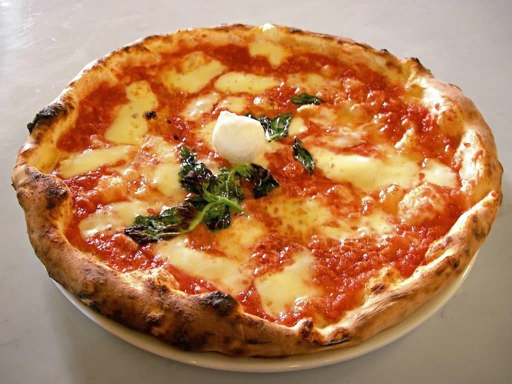 Célèbre et délicieuse pizza napolitaine